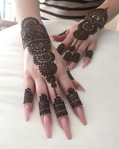 As the time evolved mehndi designs also evolved. Now, women can never think of any occasion without mehndi. Let's check some Karva Chauth mehndi designs. Henna Hand Designs, Eid Mehndi Designs, Mehndi Designs Finger, Modern Henna Designs, Mehndi Designs For Girls, Mehndi Designs For Fingers, Wedding Mehndi Designs, Mehndi Design Pictures, Latest Mehndi Designs