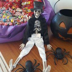 """449 curtidas, 12 comentários - Aline Reginato 💗😍 (@alinereginato) no Instagram: """"Doces ou travessuras??🎃🕸🎃🕸🎃🕸🎃 Halloween!!🎃👿😈🕸🎃👽🕸🍭🍬🕸🍭🍬🕸🎃 Tudo pronto para esperar as crianças aqui…"""""""