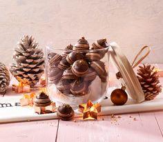 Diese Hütchen haben es in sich: Mit ihrer feinen Kaffee-Cremefüllung verführen sie nicht nur während der Weihnachtszeit.