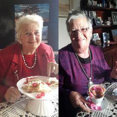 Ma Inez met die Turkse lekker 'pannekoek vir pa's (links) en Tannie Poppie met die eierlose pannekoek in 'n rooskoppie Pannekoek Recipe, Kos, Poppies, Cooking Recipes, Bread Recipes, Recipies, Meet, Afrikaans, June