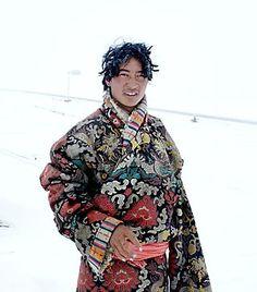 Tibet fashion # fashion for men # mode homme # men's wear Textiles, Beautiful World, Beautiful People, Folk Costume, Costumes, Costume Ethnique, Photography Tours, Landscape Photography, Portrait Photography