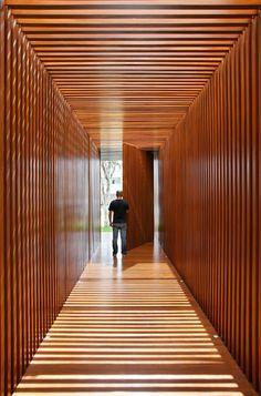 AN House by Studio GT http://www.dezeen.com/2015/02/23/an-house-brazil-studio-guilherme-torres-courtyard-red-wood-corridor/