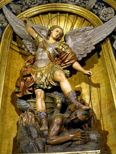 San Miguel, San Rafael y San Gabriel Angels Among Us, Angels And Demons, Religious Images, Religious Art, St Michael, Novena A San Miguel, Seraph Angel, San Gabriel, San Rafael