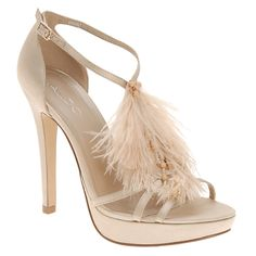 #ostrich #feathers from your head to your toe!