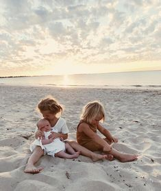 Jul 2019 - Simple wardrobe and just letting the kids play at sunset on the beach!