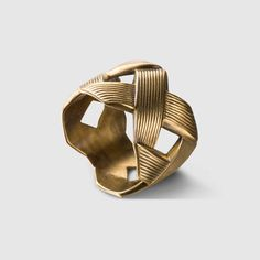 GUCCI | Ring with crisscross design