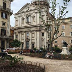 Piazza Benedetto Cairoli, recém reinaugurada depois de uma reforma. Tá uma delícia!! #roma #rome #receitaitaliana #receitas #receita #recipe #ricetta #cibo #culinaria #italia #italy #cozinha #belezza #beleza #viagem #travel #beauty #piazza #praca #square