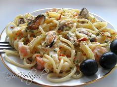 Паста с морепродуктами в сливочном соусе готова к подаче на стол