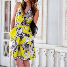 Yellow floral print dress with pockets This yellow floral print dress is perfect for spring. Features pockets, a cut out at back and crisp collar neckline. Only worn once! Yoana Baraschi Dresses