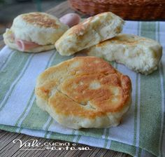 Quick milk scones easy and cheap recipe- Focaccine veloci al latte ricetta facile ed economica Quick milk scones easy and cheap recipe - No Salt Recipes, Baby Food Recipes, Cooking Recipes, Inexpensive Meals, Cheap Meals, Best Italian Recipes, Favorite Recipes, Brunch, I Foods