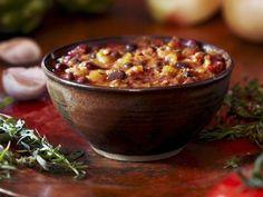 Deftige Gemüsesuppe mit feiner Rotwein-Note | http://eatsmarter.de/rezepte/deftige-gemuesesuppe