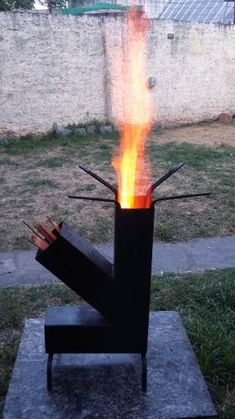 Estufa Rocket Outdoor Stove, Outdoor Fire, Jet Stove, Rim Fire Pit, Rocket Stove Design, Mini Wood Stove, Rocket Mass Heater, Stove Heater, Diy Grill