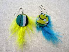 Boucles d'oreille en tissu africain à motif et plume : Boucles d'oreille par cewax