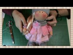 Russian doll tutorial: Material and patterns Doll Toys, Baby Dolls, Doll Videos, Homemade Dolls, Baby Doll Accessories, Doll Dress Patterns, Fabric Toys, Knitted Animals, Doll Tutorial