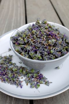 levandulove kvety Pesto, Acai Bowl, Smoothie, Food And Drink, Drinks, Breakfast, Gardening, Fitness, Lavender