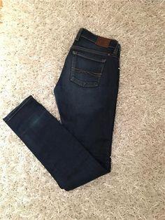 Lucky Brand Jeans storlek 25/32 - low waist mörkblå med slitning 199
