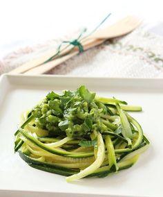 spaghetti di verdure http://www.greenme.it/mangiare/vegetariano-a-vegano/13067-spaghetti-di-verdure-vantaggi-consigli-ricette?showall=&start=1