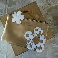 New Marc Jacobs Daisy Flower Wristlet Brand New Authentic Marc Jacobs Daisy Flower Wristlet!! Size: Width 17.5cm & Height 12cm Color: Gold ground with White Flower Condition: NWOT Was 30$ Marc by Marc Jacobs Bags Clutches & Wristlets