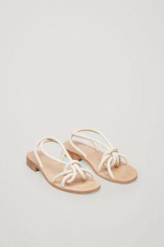d12b07789f5 Knotted strap sandals in Cream Gladiatorsandaler, Platta Sandaler, Falla  Skor, Sommarskor, Skor