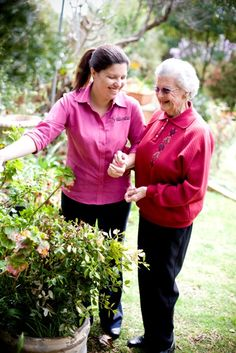How to help your elderly loved one overcome fear of falling