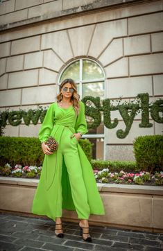 Whatever you like it or hate it but, yes the neon colors are the trending color of the . Vogue Fashion, Look Fashion, Hijab Fashion, Fashion Outfits, Fashion Trends, Neon Outfits, Classy Outfits, Stylish Outfits, Moda Vintage