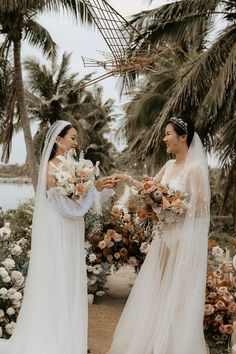 We love this half white and half peach floral design | Image by Thien Tong Photography Wedding Blog, Wedding Day, Spring Blooms, Elopement Inspiration, Bridesmaid Dresses, Wedding Dresses, Floral Wedding, Floral Design, Tropical