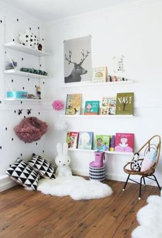 Kuschelecke Nursery - create a personal corner for the child - Baby - Kinderzimmer Ideen Reading Nook Kids, Nursery Reading, Reading Time, Ideas Habitaciones, Scandinavian Kids, Deco Kids, Kids Decor, Home Decor, Room Tour