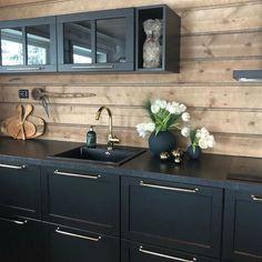 stilfullt hyttekjøkken - Google-søk Decor, Home, Kitchen Cabinets, Cabinet, Kitchen