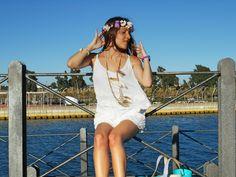 Look ibicenco - Temporada: Primavera-Verano - Tags: Fashion blogger, Moda, Tendencias, Look, Outfit, Ibicenco, - Descripción: Look ibicenco con mono de Berhska, complementos de Chiguagua, zapatos de Marypaz y corona de flores de Tocados Salud del Carmen