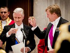 """AMSTERDAM - Koning Willem-Alexander heeft maandagavond in zijn toespraak bij het staatsbanket ter ere van het staatsbezoek van het Belgische koningspaar hoog opgegeven van de bijzondere banden met België. """"Nederland boft met een buur als België!"""", zei hij tot koning Filip en koningin Mathilde. """"Dat gastvrije land waarin heel Europa samenkomt en noord en zuid... (Lees verder…)"""