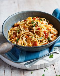 A quick Mediterranean-style prawn pasta dish with chilli and tomato ‰- a perfect pasta recipe for an easy, healthy dinner. Prawn Recipes, Seafood Recipes, Pasta Recipes, Dinner Recipes, Cooking Recipes, Healthy Recipes, Healthy Food, Shellfish Recipes, Savoury Recipes