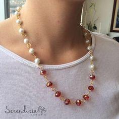 Un complemento perfecto para tu outfit!! Collar de perlas y murano. $12.000
