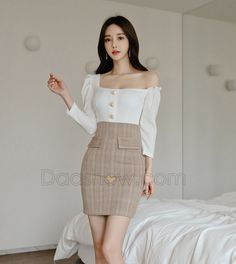 Korean Fashion Dress, Korean Outfits, Fashion Dresses, Office Outfits Women, Girl Outfits, Korean Skirt, Mini Skirt Style, Good Looking Women, Beautiful Asian Women