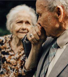 grandparent photo u kadar sevilsek yeter. Older Couple Poses, Older Couples, Couples In Love, Couple Posing, Old Couple Photography, Photography Poses, Grandparent Photo, Beaux Couples, Growing Old Together