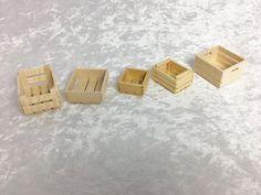 Gemüsekiste aus Holz, Holzkiste, Kiste für die Puppenstube, das Puppenhaus,  Dollhouse Miniatures, Krippen, Miniaturen, Modellbau von UllisPuppenstube auf Etsy