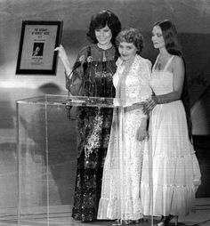 Loretta Lynn, Crystal Gayle, and there mother