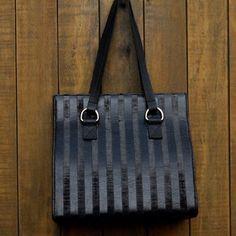 Bolsa em dois couros (liso e navalhado).