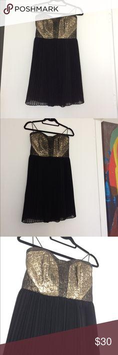 Gold Metallic strapless Greylin Dress SZ Small Gold Metallic strapless Greylin Dress SZ Small Greylin Dresses Strapless