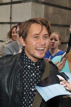 Mark Owen Photos - Mark Owen gets surrounded by fans as he leaves the Radio Two studios in London. - Mark Owen at Radio Two Studios in London Mark Owen, Gary Barlow, 90s Hairstyles, Man Candy, Hot Guys, Take That, Singer, London, Studio