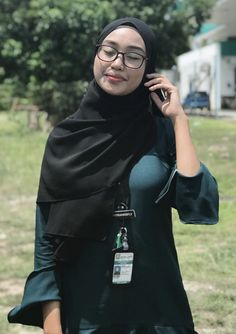 DrBernard Spangenberg's media content and analytics Hijabi Girl, Girl Hijab, Hijab Outfit, Beautiful Hijab Girl, Beautiful Muslim Women, Arab Girls Hijab, Muslim Girls, Niqab Fashion, Muslim Fashion