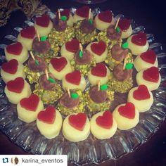 Repost da @karina_eventos sobre dois dos doces mais pedidos! Romeu e Julieta e Espetinho de Pistache  www.atteliededocesfinos.com.br #docesfinos #atteliededoces #carolinadarosci #sobremesa #docinhos #casamento #eventos #artesanal #feitoamao #docesgourmet #florianopolis #sweettooth #pistache #romeuejulieta #goiabada #trufa