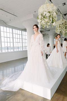 Desfile de moda Marchesa Bridal Fall 2018 - Ring the bellz - 2018 Wedding Dresses Trends, Stunning Wedding Dresses, Bridal Wedding Dresses, White Wedding Dresses, Bridal Style, Marchesa Wedding Dress, Marchesa Bridal, V Neck Wedding Dress, Vestidos Marchesa