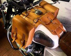 Questo articolo non è disponibile. Tank bags for Moto Guzzi V 7 Entirely made of man with 4 mm natural color leather. Unique object to customize your bike. Motorcycle Tank, Motorcycle Leather, Leather Saddle Bags, Leather Hats, Harley Davidson Shirts, Enduro, Scrambler, Cafe Racer Tank, Moto Guzzi California