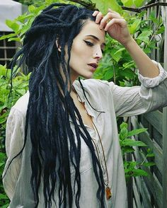 Dreads, the official hairstyle of the digital age. infinitorum Powering People - Long HairDreads, the official hairstyle of the digital age. White Girl Dreads, Black Dreads, Girl With Dreads, Dreadlock Hairstyles, Cool Hairstyles, Wedding Hairstyles, Dreadlocks Girl, Synthetic Dreadlocks, Rasta Girl
