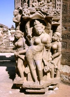 Khajuraho Temples in Madhya Pradesh, India - UNESCO World Heritage Site Khajuraho Temple, Hindu Temple, Indian Temple Architecture, Asian Sculptures, Amazing India, Indian Art Paintings, Madhya Pradesh, Indian Gods, Bhutan