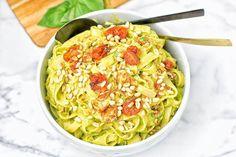 YUMMY RECIPE! Pasta with Avocado Pesto Sauce  #pasta #pastalover #vegan #veganfood #avocado #avocadosauce #avocadopesto #food #foodtime #foodlover #foodporn #foodie #veganfoodie #avolover #plantbased #foodphotography #foodpics #foodgram #instafood #eeeeeats #delicious #deliciousfood #yahoofood #yummy #yumyum #gluttony #coolinaria  & Recipe: @contentednesscooking (instalink http://ift.tt/2npaQEA) by coolinaria.es Food Foods Foodies foodie foodporn foodstagram foodlover foodspotting foodshare…
