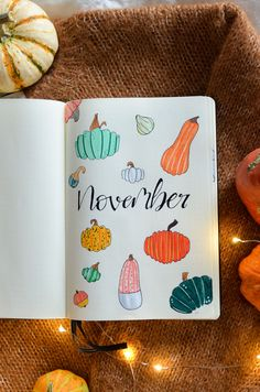 The best of seasons's back and it's time for my November Bullet Journal layout - are you ready for a warm and cozy Pumpkin Bujo Setup? Autumn Bullet Journal, Bullet Journal School, Bullet Journal Ideas Pages, Bullet Journal Spread, Bullet Journal Layout, Bullet Journals, Bujo, Pumpkin Pictures, Chalk Markers