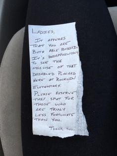 Após receber um bilhete deixado em seu carro por um transeunte por ter estacionado em uma vaga de deficientes, uma mulher deixa uma resposta sincera no Facebook.