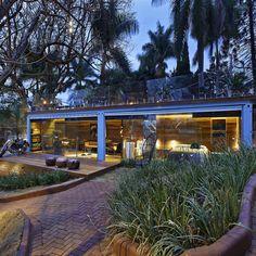 Pocket House : Casas rústicas por Cristina Menezes Arquitetura