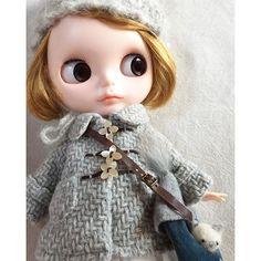 #blythe#outfit#handmade#dollphoto#dollInstagram#puppet#cat#ドール#アウトフィット #harusya#ブライス#手作り nyanいますよ〜って顔出してます。 ٩(ↀДↀ)۶